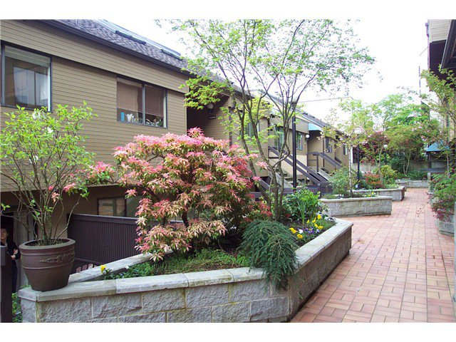 "Main Photo: 2256 ALDER Street in Vancouver: Fairview VW Townhouse for sale in ""MARINA PLACE"" (Vancouver West)  : MLS®# V946931"