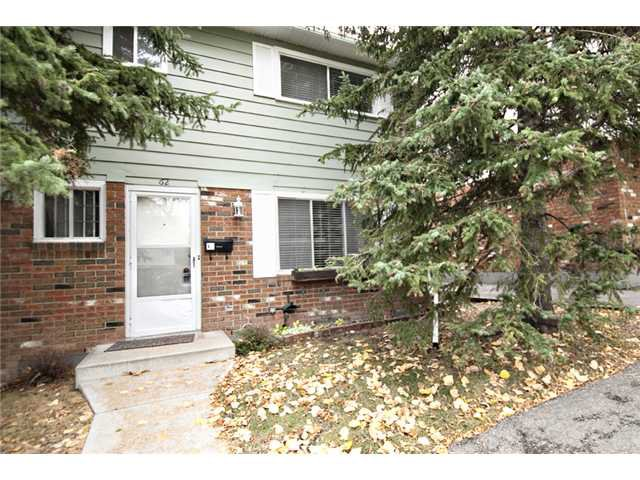 Main Photo: 62 2815 PALLISER Drive SW in CALGARY: Oakridge Townhouse for sale (Calgary)  : MLS®# C3535290