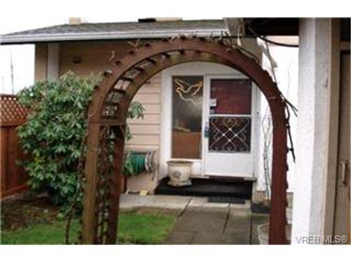 Main Photo:  in VICTORIA: SE Swan Lake Row/Townhouse for sale (Saanich East)  : MLS®# 421775