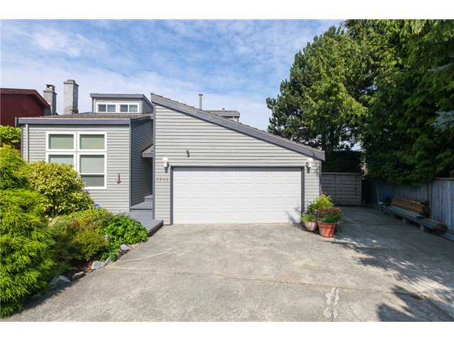 Main Photo: 1265 BEACH GROVE CT in Tsawwassen: Beach Grove House for sale : MLS®# V1080895