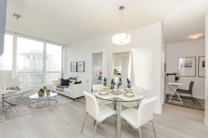 Main Photo: 2202 1239 W GEORGIA STREET in Vancouver: Coal Harbour Condo for sale (Vancouver West)  : MLS®# R2048066