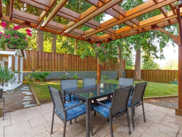 Main Photo: 5752 AMSTERDAM Crescent in NANAIMO: Z4 Pleasant Valley House for sale (Zone 4 - Nanaimo)  : MLS®# 444306