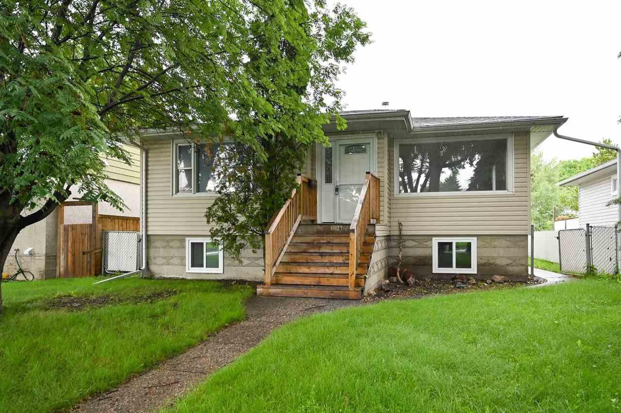 Main Photo:  in Edmonton: Zone 06 House for sale : MLS®# E4166111