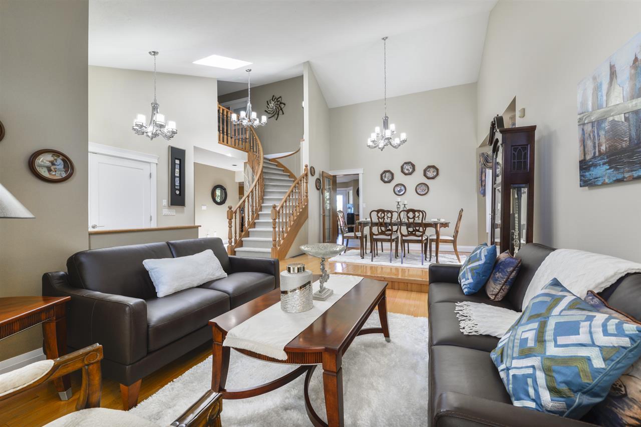 Main Photo: 16223 98 Street in Edmonton: Zone 27 House for sale : MLS®# E4167828