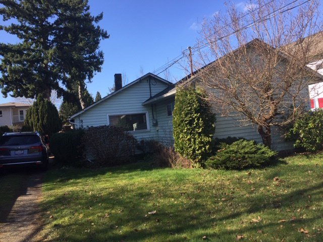 Main Photo: 919 LEE Street: White Rock House for sale (South Surrey White Rock)  : MLS®# R2443616