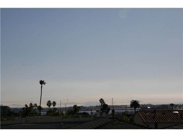 Main Photo: POINT LOMA Home for sale or rent : 2 bedrooms : 1527 Evergreen in San Diego