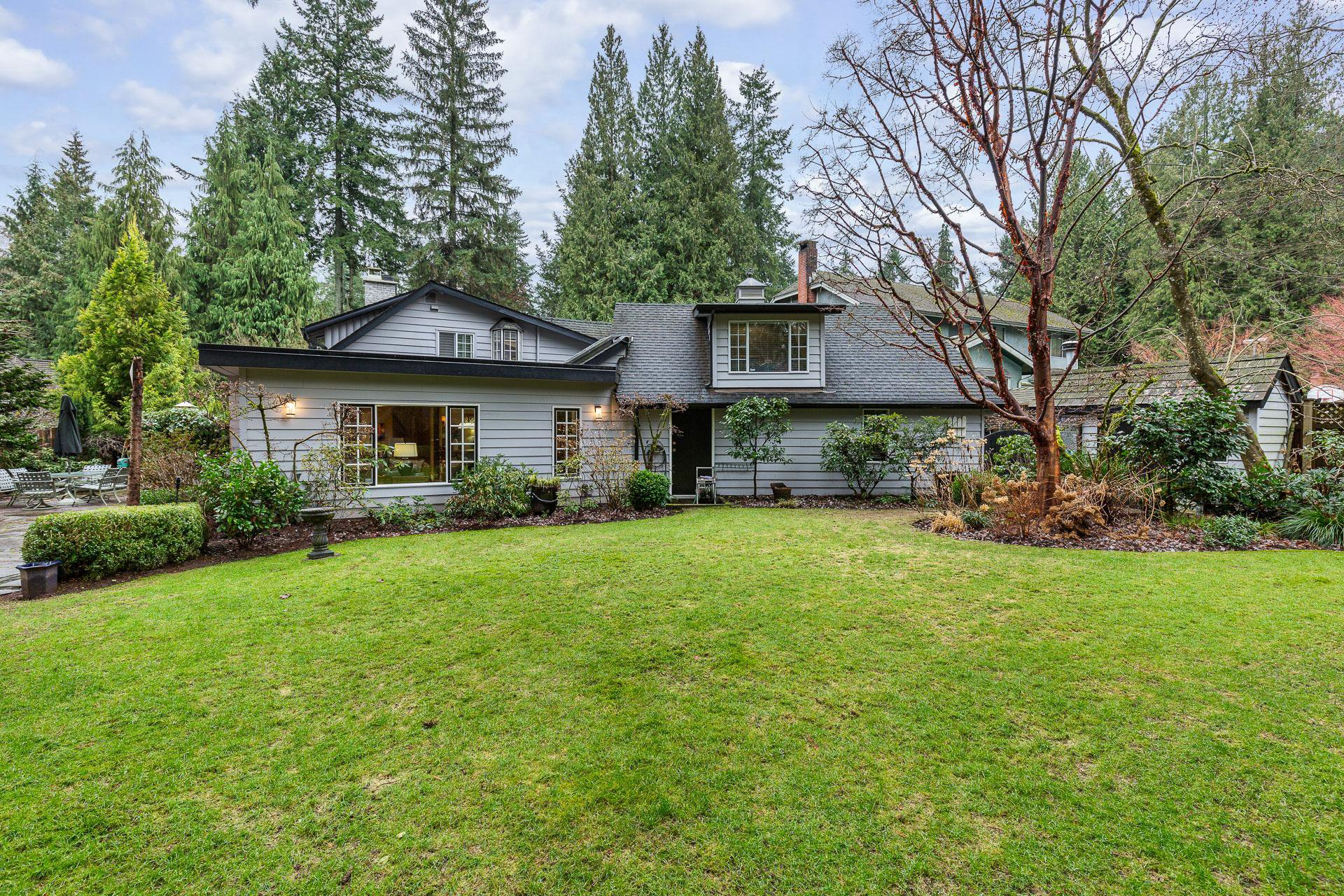 Photo 2: Photos: 1160 Hilary Place in North Vancouver: Seymour NV House for sale : MLS®# R2336427