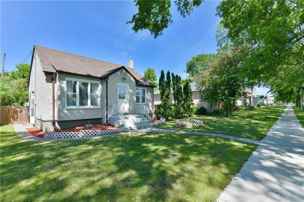 Main Photo: 1098 Ashburn Street in Winnipeg: West End Residential for sale (5C)  : MLS®# 202012810