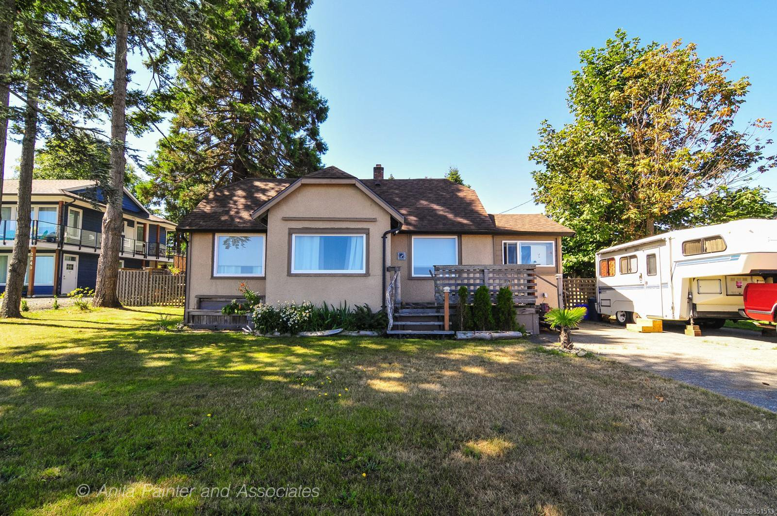 Main Photo: 2820 S Island Hwy in : CR Campbell River South House for sale (Campbell River)  : MLS®# 851513