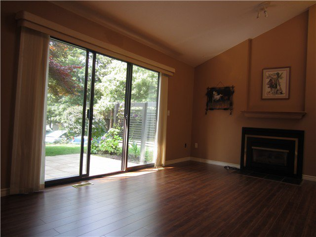 """Photo 4: Photos: 8550 WOODRIDGE Place in Burnaby: Forest Hills BN Townhouse for sale in """"SIMON FRASER VILLAGE"""" (Burnaby North)  : MLS®# V966181"""