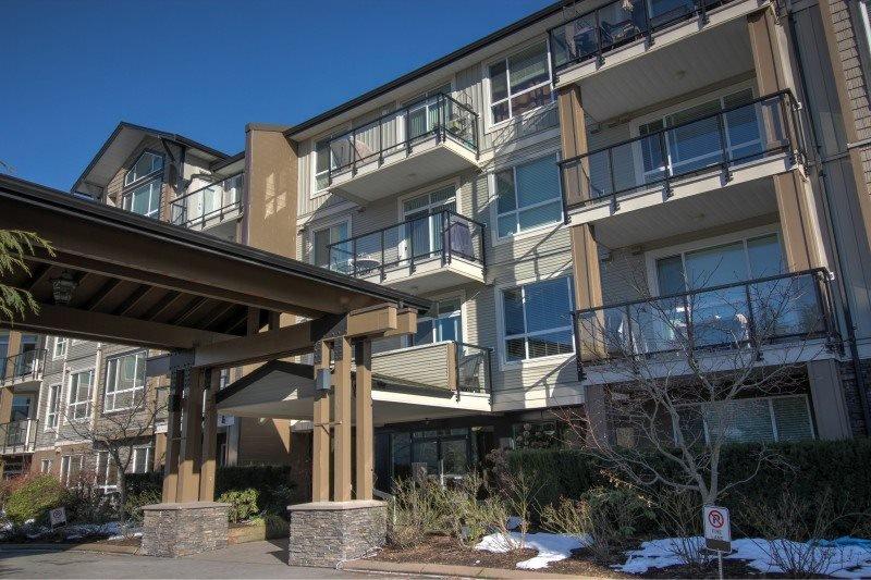 Main Photo: 320 32729 Garibaldi Drive in Abbotsford: Condo for sale : MLS®# R2138301