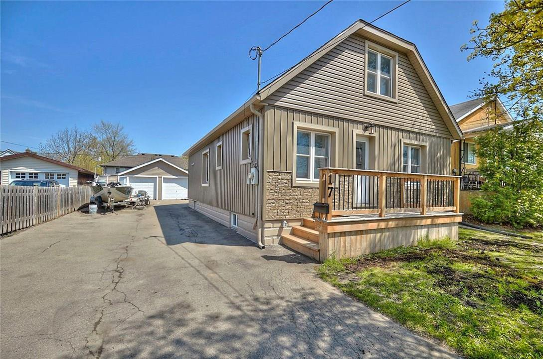 Main Photo: 17 Balmoral Avenue in Welland: House for sale : MLS®# 30732354