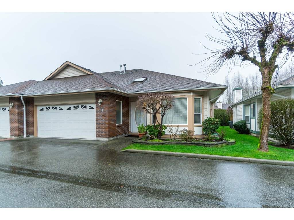 """Main Photo: #14 18939 65 AVE Avenue in Surrey: Cloverdale BC Townhouse for sale in """"GLENWOOD GARDENS"""" (Cloverdale)  : MLS®# R2431167"""