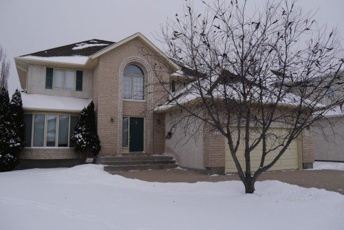 Main Photo: 82 Kendale Drive in Winnipeg: Residential for sale : MLS®# 1325852