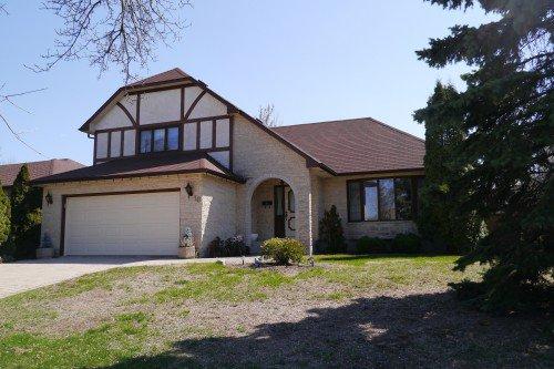 Main Photo: 10 Shorecrest Drive in Winnipeg: Lindenwoods Single Family Detached for sale (South Winnipeg)  : MLS®# 1411741