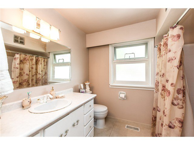 """Photo 9: Photos: 327 ARBUTUS Street in New Westminster: Queens Park House for sale in """"QUEENS PARK"""" : MLS®# V1081789"""