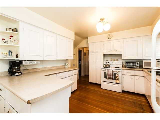 """Photo 6: Photos: 327 ARBUTUS Street in New Westminster: Queens Park House for sale in """"QUEENS PARK"""" : MLS®# V1081789"""