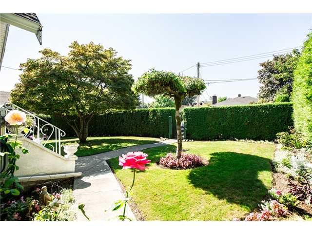 """Photo 2: Photos: 327 ARBUTUS Street in New Westminster: Queens Park House for sale in """"QUEENS PARK"""" : MLS®# V1081789"""