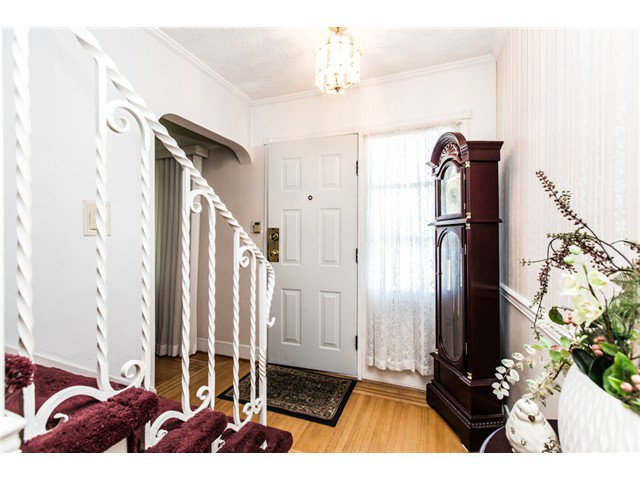 """Photo 3: Photos: 327 ARBUTUS Street in New Westminster: Queens Park House for sale in """"QUEENS PARK"""" : MLS®# V1081789"""
