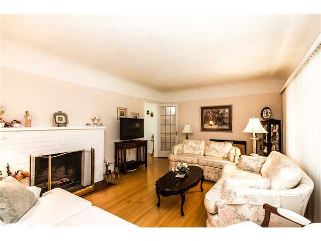 """Photo 4: Photos: 327 ARBUTUS Street in New Westminster: Queens Park House for sale in """"QUEENS PARK"""" : MLS®# V1081789"""
