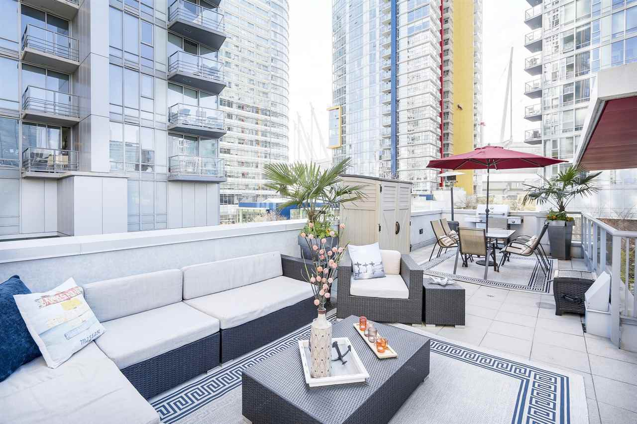 Main Photo: 133 REGIMENT SQUARE in Vancouver: Downtown VW Townhouse for sale (Vancouver West)  : MLS®# R2152733