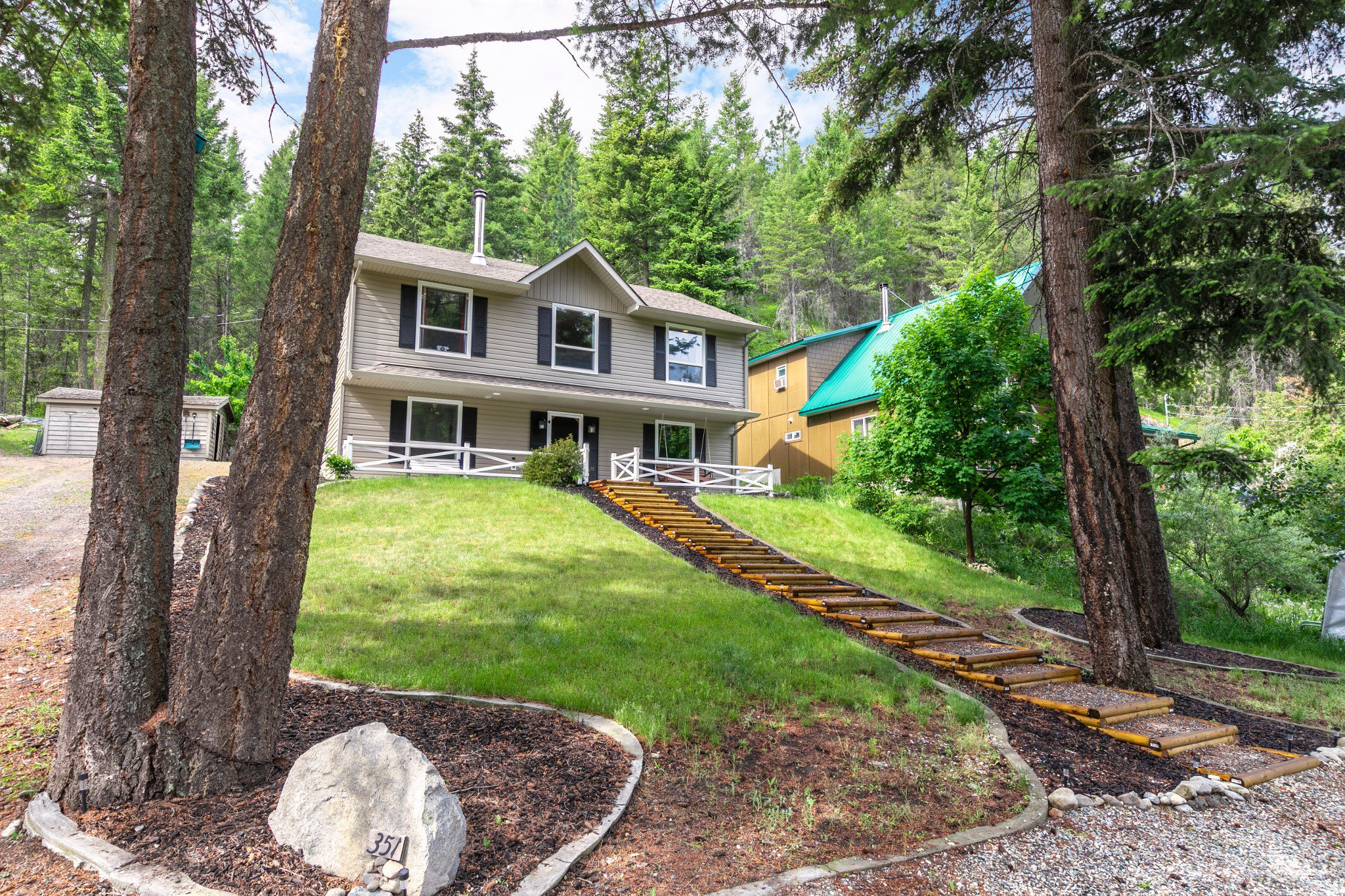 Main Photo: 351 Northern View Drive in Vernon: ON - Okanagan North House for sale (North Okanagan)