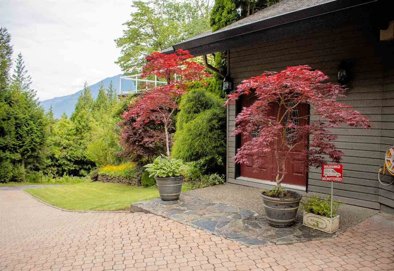 Photo 6: Photos: 43250 OLD ORCHARD Road in Chilliwack: Chilliwack Mountain House for sale : MLS®# R2461438