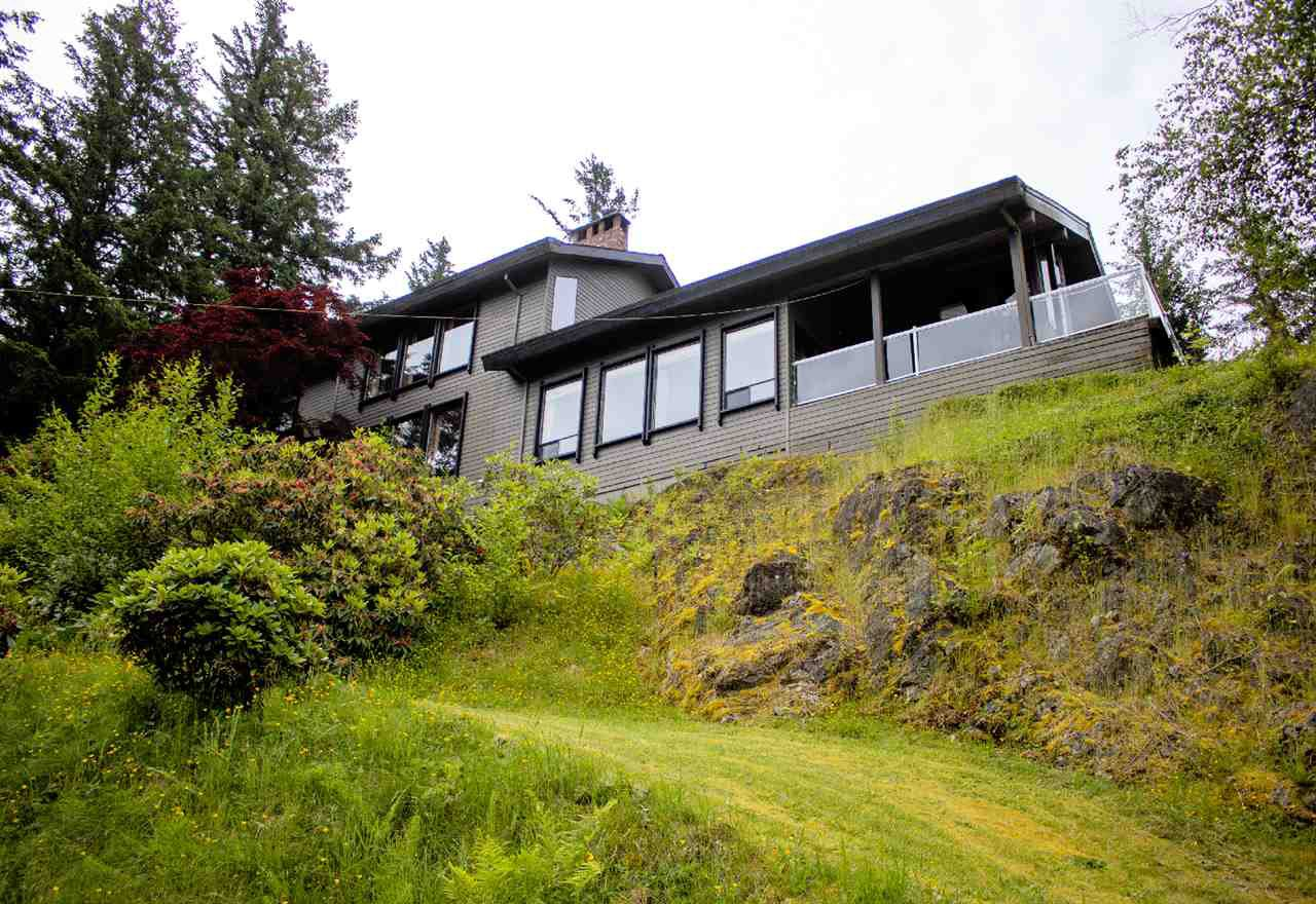 Main Photo: 43250 OLD ORCHARD Road in Chilliwack: Chilliwack Mountain House for sale : MLS®# R2461438