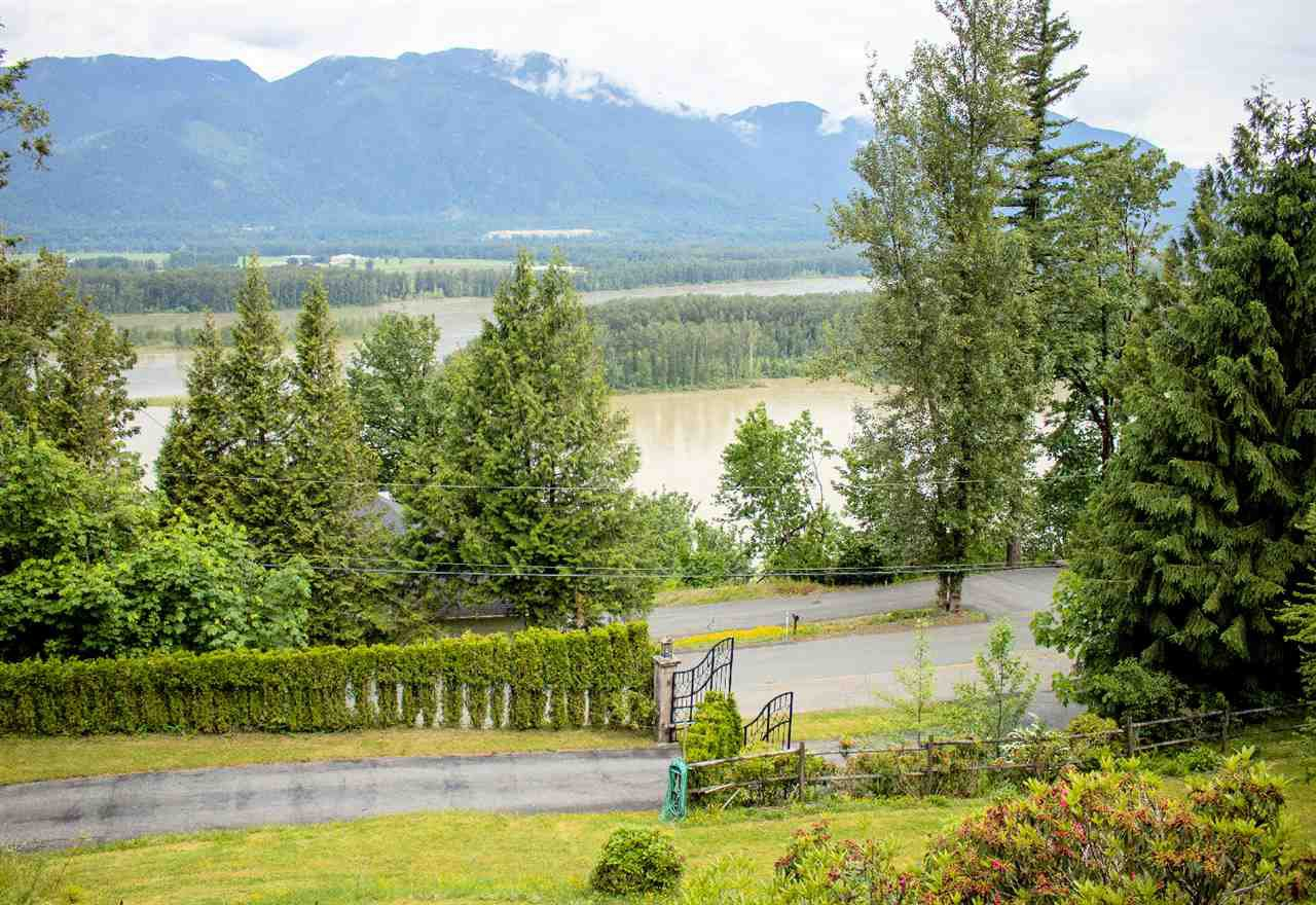 Photo 5: Photos: 43250 OLD ORCHARD Road in Chilliwack: Chilliwack Mountain House for sale : MLS®# R2461438