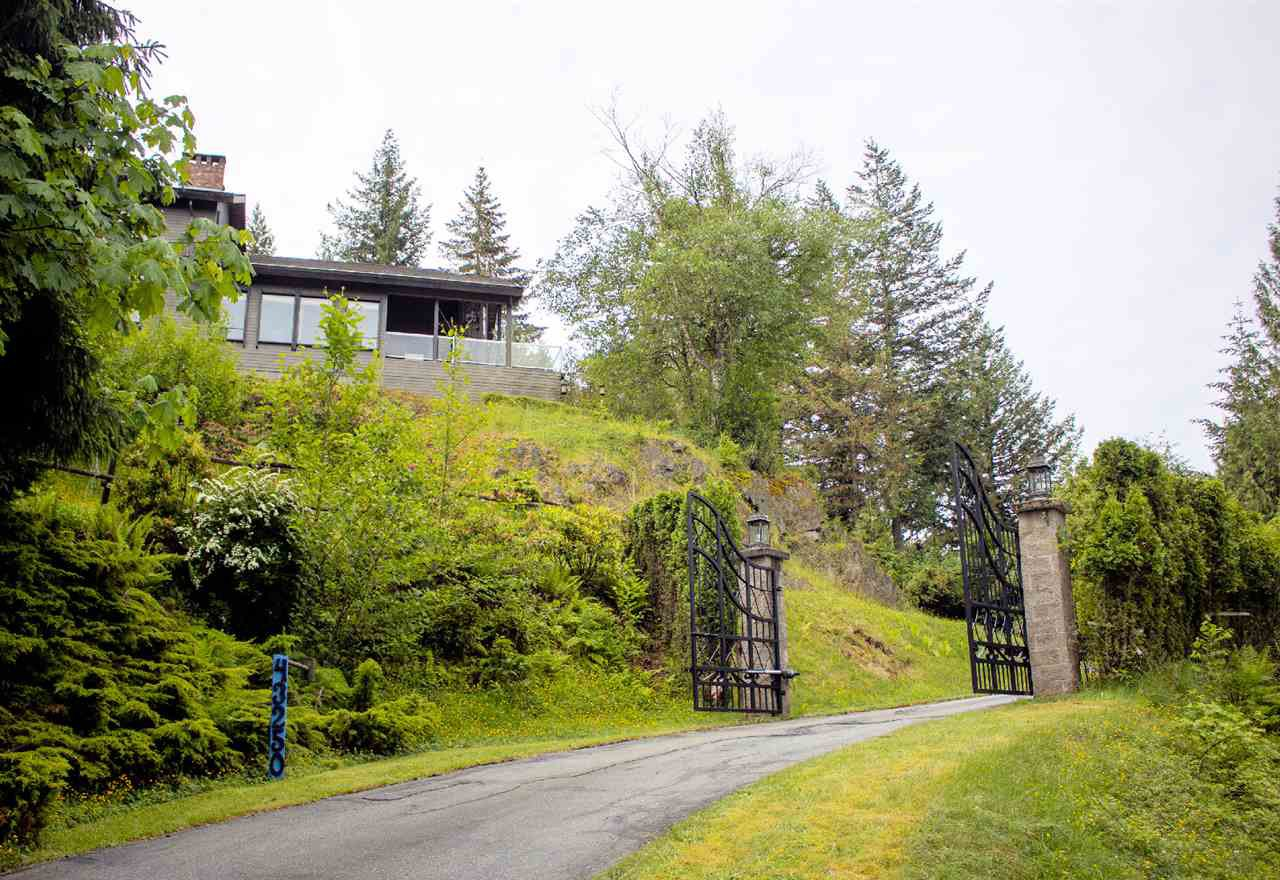 Photo 4: Photos: 43250 OLD ORCHARD Road in Chilliwack: Chilliwack Mountain House for sale : MLS®# R2461438