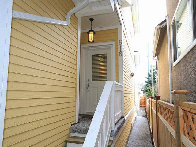 Main Photo: 618 PRIOR Street in Vancouver: Mount Pleasant VE 1/2 Duplex for sale (Vancouver East)  : MLS®# V1008088