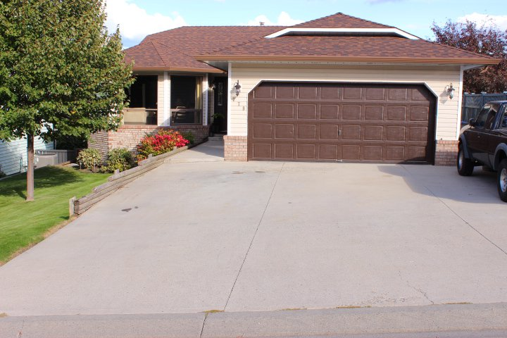 Photo 1: Photos: 779 Robson Drive in Kamloops: Sahali House for sale : MLS®# 118998