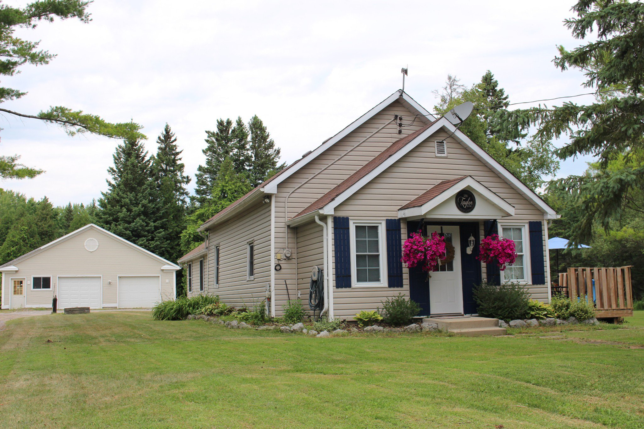 Main Photo: 386 Taylor Road in Burnley: Residential Detached for sale : MLS®# 140856