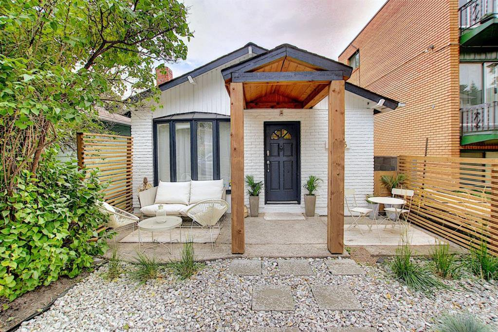 Main Photo: 2126 16 Street SW in Calgary: Bankview Detached for sale : MLS®# A1040401