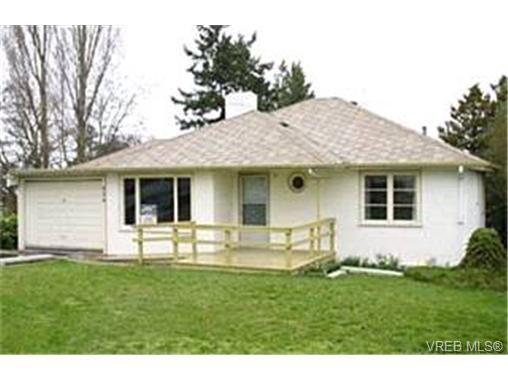 Main Photo: 924 Leslie Drive in VICTORIA: SE Quadra Single Family Detached for sale (Saanich East)  : MLS®# 198626