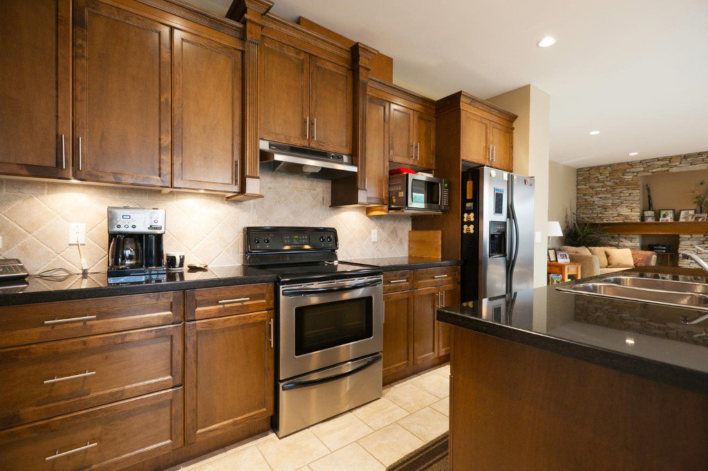 Photo 3: Photos: 14928 62 Avenue in Surrey: Sulivan Station House for sale : MLS®# R2030928