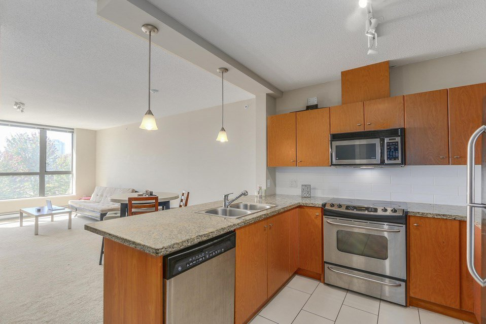 Main Photo: 309 511 ROCHESTER AVENUE in Coquitlam: Coquitlam West Condo for sale : MLS®# R2098026