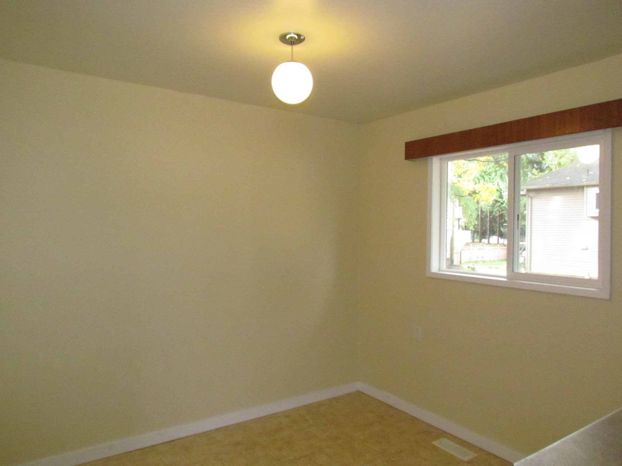 Photo 3: Photos: 1625 Kirklyn St. in Abbotsford: Central Abbotsford House for rent