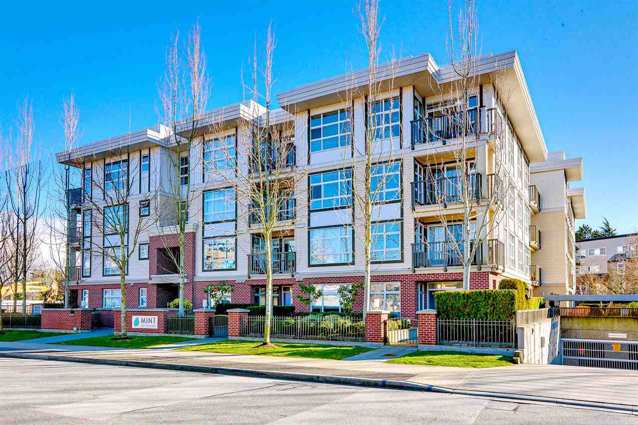 "Main Photo: 214 15168 19 Avenue in Surrey: Sunnyside Park Surrey Condo for sale in ""The Mint"" (South Surrey White Rock)  : MLS®# R2446688"