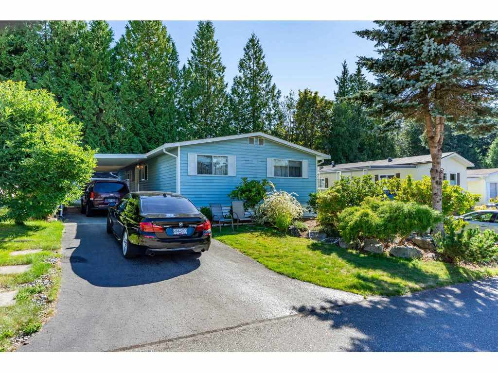 "Main Photo: 34 2315 198 Street in Langley: Brookswood Langley Manufactured Home for sale in ""DEER CREEK ESTATES"" : MLS®# R2492993"