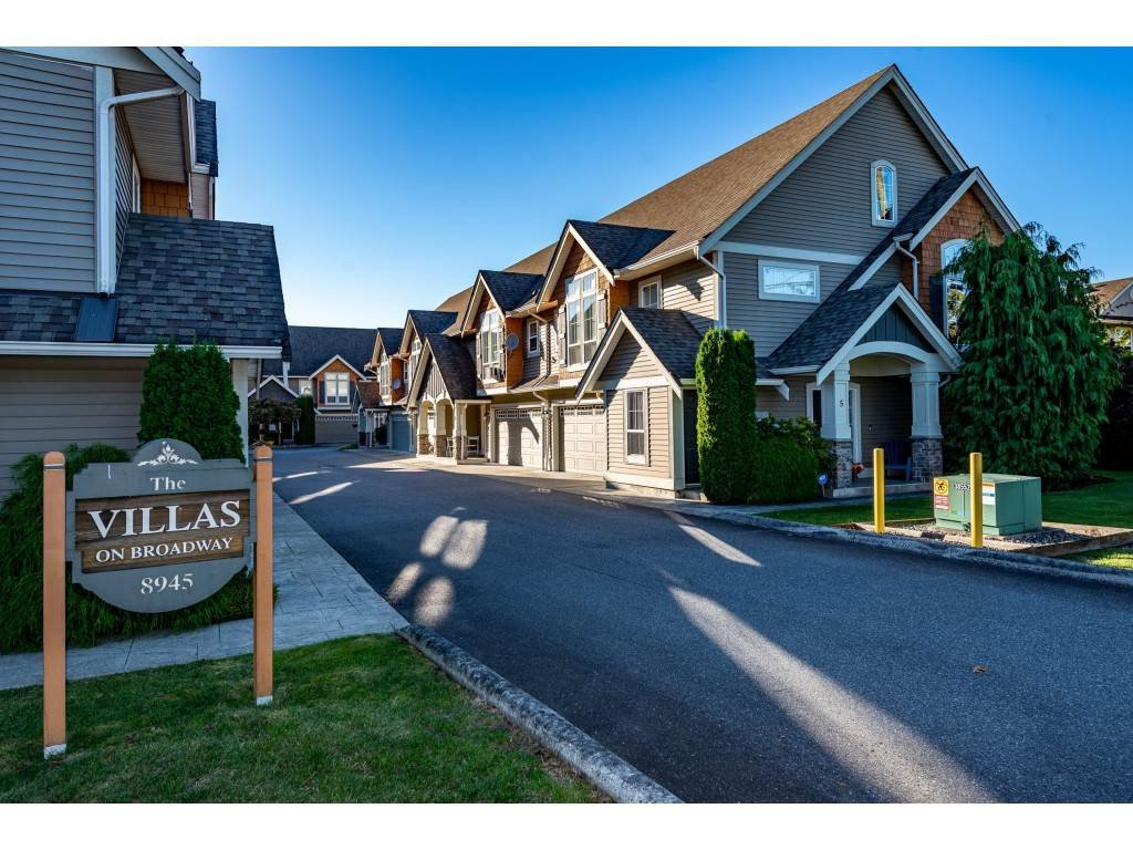 """Main Photo: 8 8945 BROADWAY Street in Chilliwack: Chilliwack E Young-Yale Townhouse for sale in """"Villas on Broadway"""" : MLS®# R2503750"""