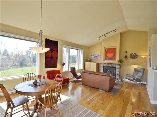 Main Photo: 513 Caselton Pl in VICTORIA: SW Royal Oak Single Family Detached for sale (Saanich West)  : MLS®# 636074