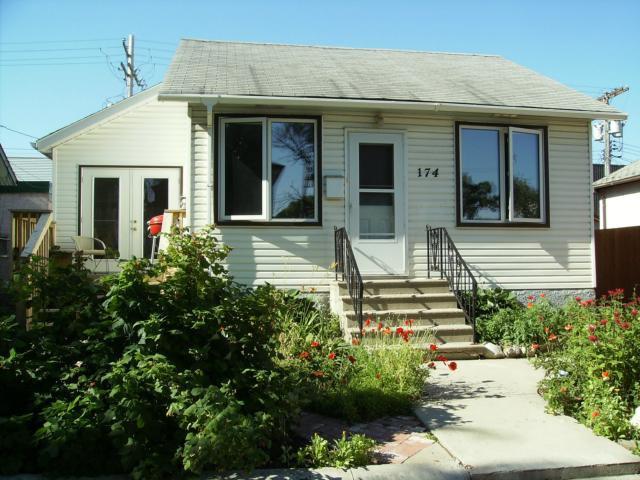 Photo 2: Photos:  in WINNIPEG: East Kildonan Residential for sale (North East Winnipeg)  : MLS®# 1305730