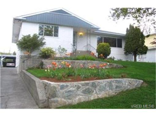 Main Photo:  in VICTORIA: Vi Burnside Half Duplex for sale (Victoria)  : MLS®# 364072