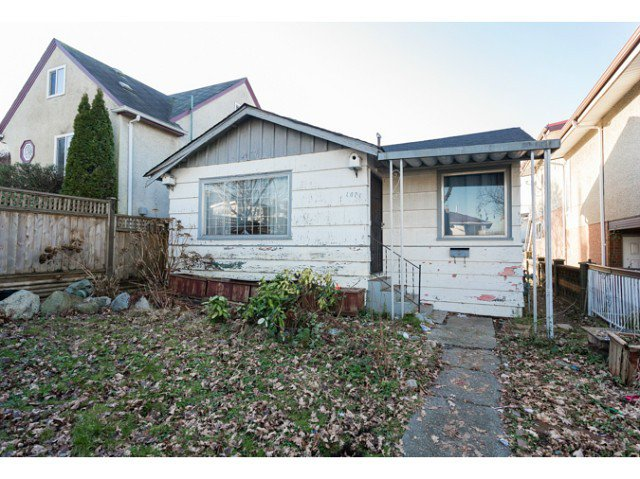 Main Photo: 1071 Kelowna Street in Vancouver: Renfrew VE House for sale (Vancouver East)  : MLS®# V1102130