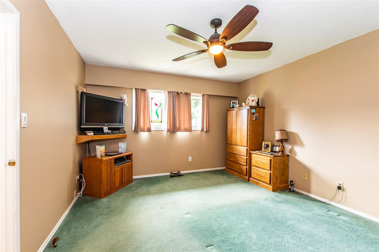 Photo 16: Photos: 340 7TH Avenue in Hope: Hope Center House for sale : MLS®# R2456617