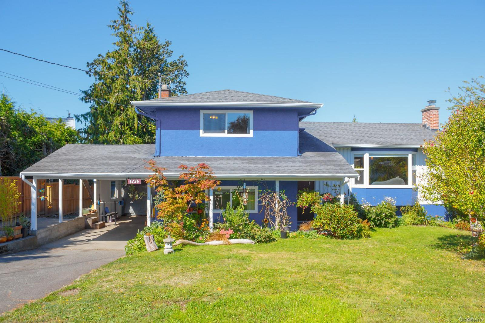Main Photo: 1226 Wychbury Ave in : Es Saxe Point Single Family Detached for sale (Esquimalt)  : MLS®# 855119