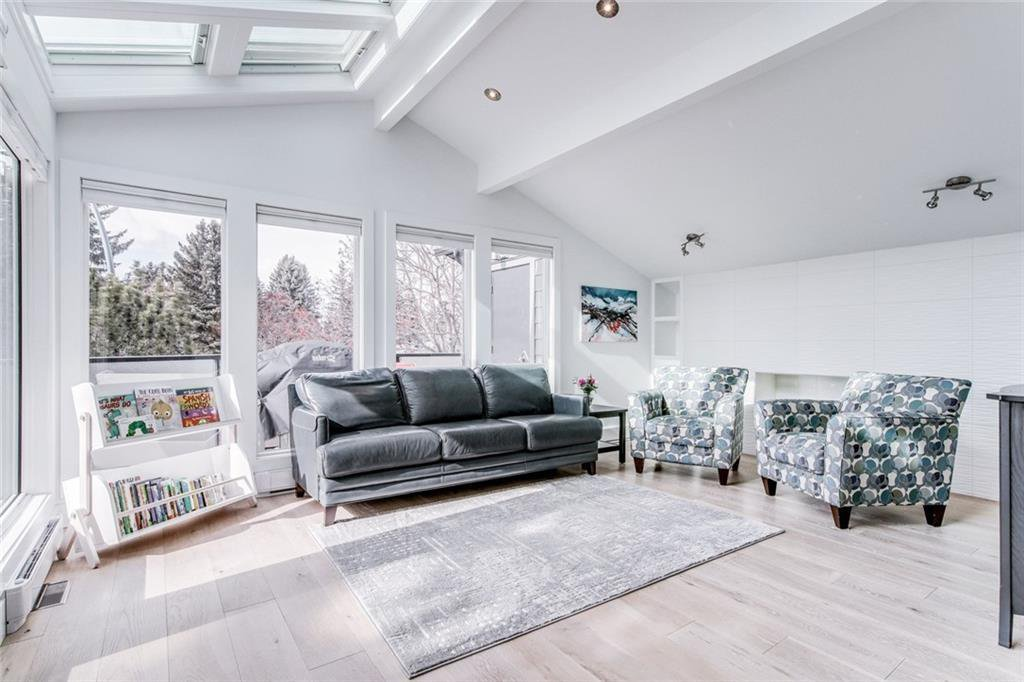 Photo 11: Photos: 2747 Chalice Road NW in Calgary: Charleswood Detached for sale : MLS®# A1043648