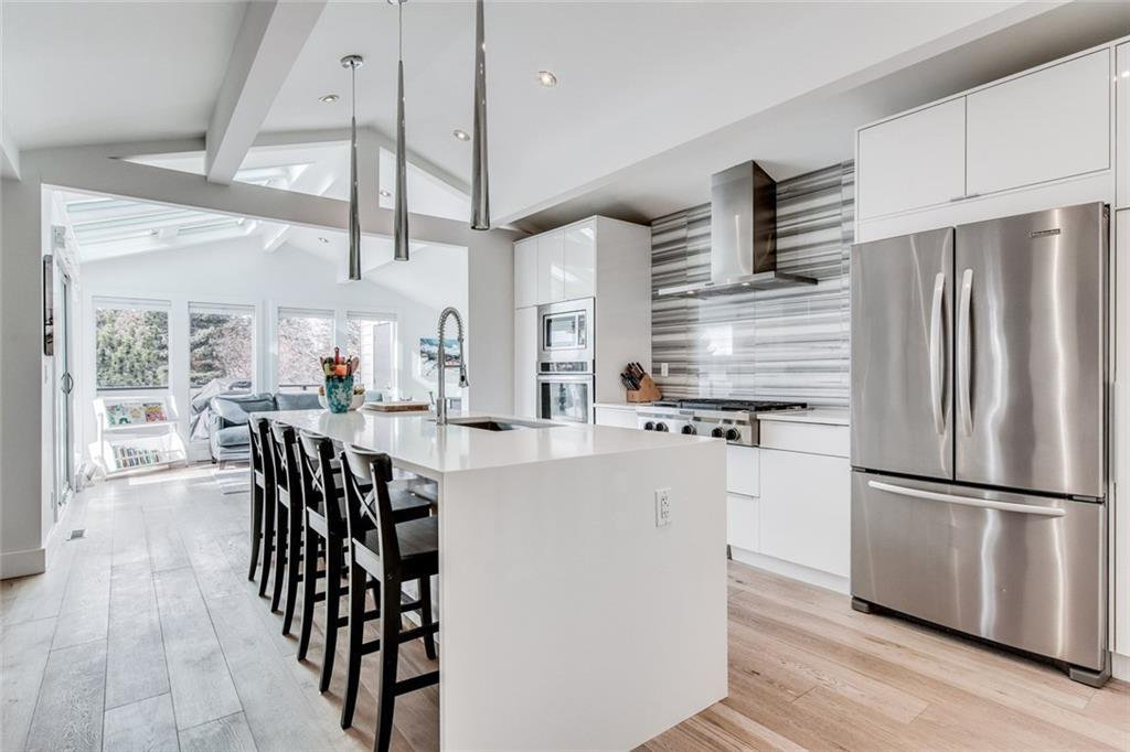 Photo 3: Photos: 2747 Chalice Road NW in Calgary: Charleswood Detached for sale : MLS®# A1043648