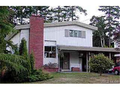 Main Photo: 2045 Avondale Rd in VICTORIA: OB Henderson House for sale (Oak Bay)  : MLS®# 243407